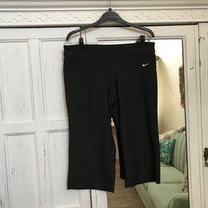 Nike Dri Fit Capri black pants size L